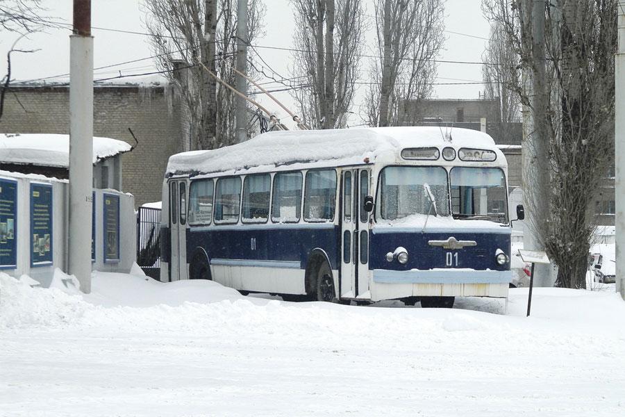 Так выглядел один из  первых воронежских троллейбусов. Сейчас этот памятник стоит на территории  депо.