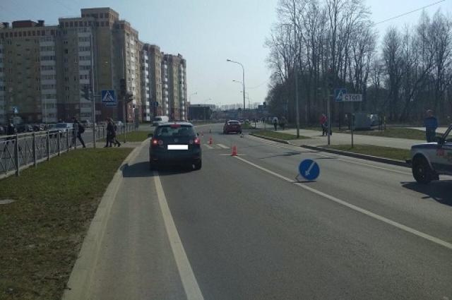 Пенсионер переходил дорогу на красный свет.