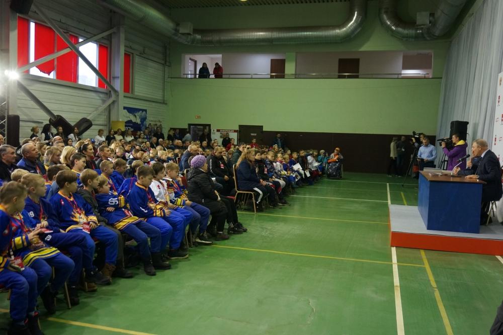 Пообщаться с Владиславом Третьяком собрался полный зал.