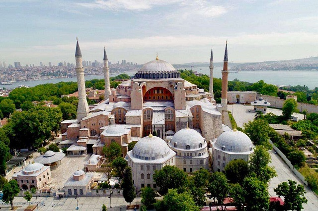 В прошлом году собор стал мечетью.