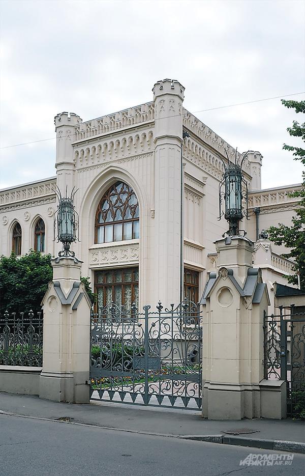 Морозов построил замок для... своей экстравагантной любви