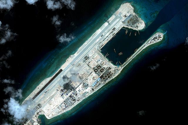 Один из спорных островов в Южно-китайском море.