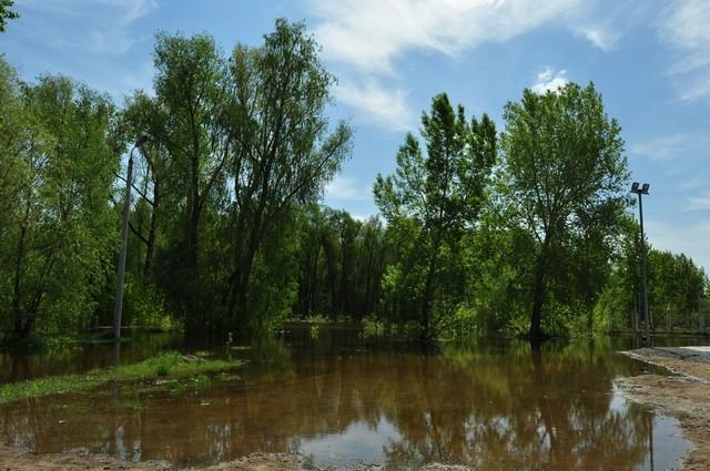 Самый напряжённый период в работе - весной и летом. Здесь и паводок, и шквалы, и град.