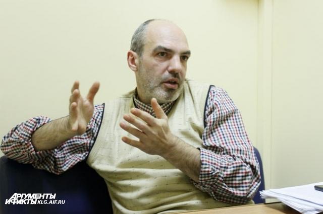 Хирург-онколог Павел Хорольский не может устроиться на работу.