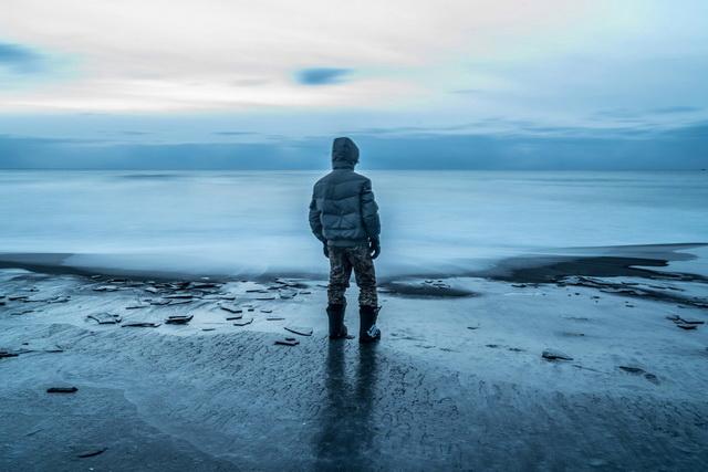 Океан в картине — это символ сбывшихся надежд героев.