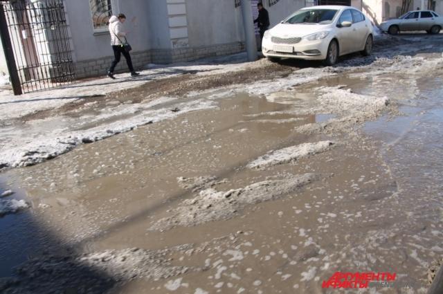 Так выглядят практически все дороги Оренбуржья.