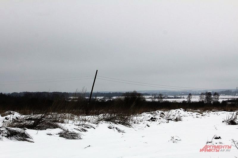 Единственное из благ цивилизации в деревне Фарисеево электричество, и то с перебоями. Линии электропередач давно находятся в аварийном состоянии