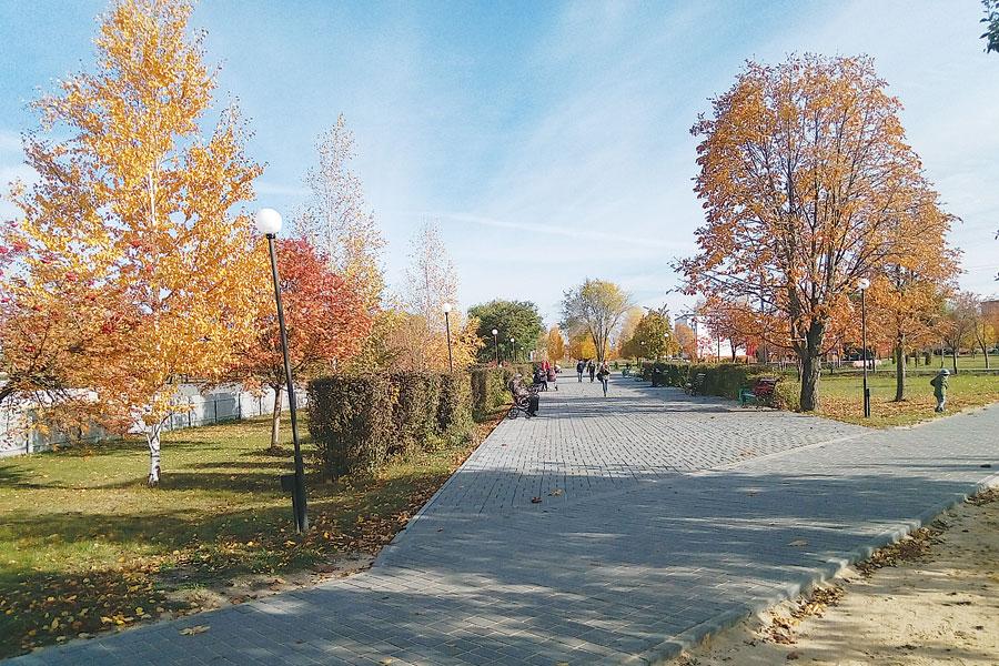 Обновлённой дорожке сквера посёлка Строитель рады все жители микрорайона.