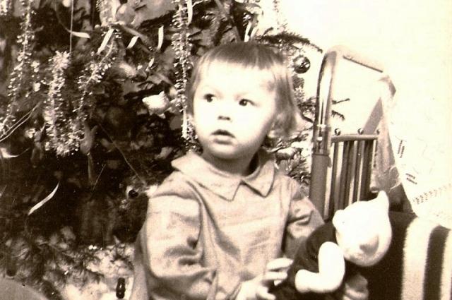 всех детей фотографировали около ёлки каждый год