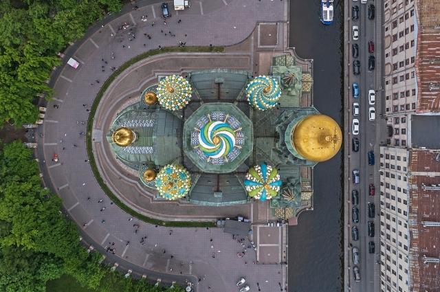 Спас на Крови нередко сравнивают с храмом Василия Блаженного в Москве.