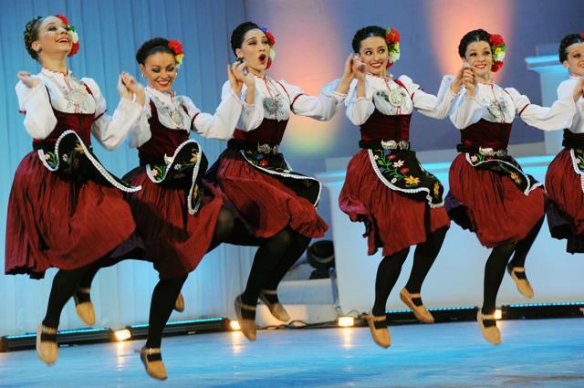 Сербский танец в исполнении артистов Государственного академического ансамбля народного танца имени Игоря Моисеева.