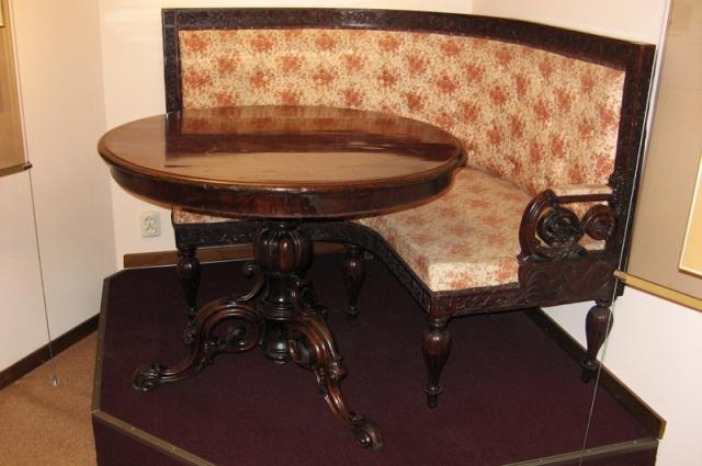 Мебель из литературного музея имени Достоевского.