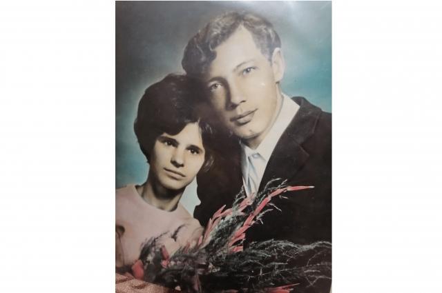 Галина и Владимир с первого класса сидели за одной партой.