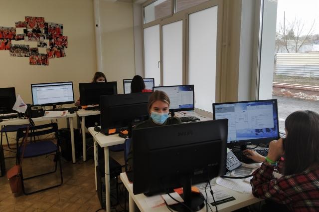Звонки поступают в Москву - в Красноярске заявки перепроверяют, уточняют.