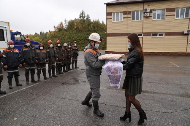Второй миллион тонн шахтеры выдали на-гора под руководством нового бригадира Антона Рыбалченко.
