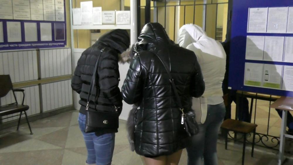 Задержанные в отделении полиции.