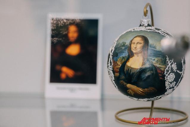 Елочные шары с копиями шедевров живописи по стоимости сравнимы с оригиналами.