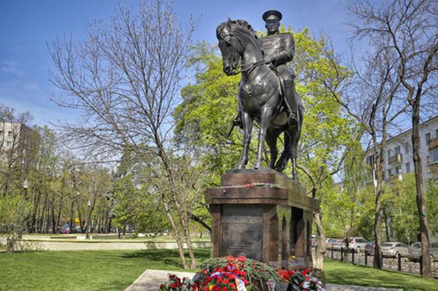 Монумент маршалу СССР К. Рокоссовскому