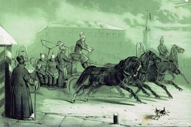 Огнеборцы добирались к месту возгорания на лошадях.