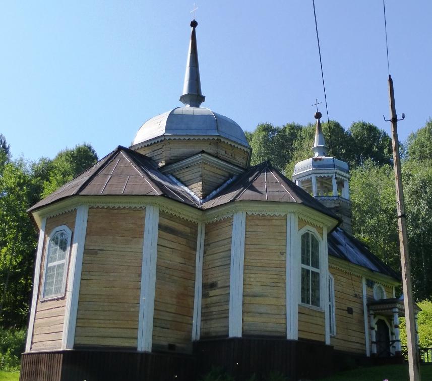 Церковь святого Петра на Кочозере. Построена в 1721 году по чертежам Петра I. Поселок Марциальные воды.