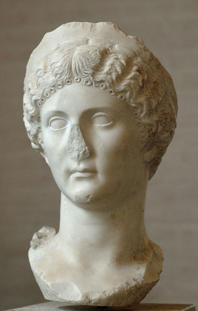 Сестра Калигулы Юлия Друзилла.