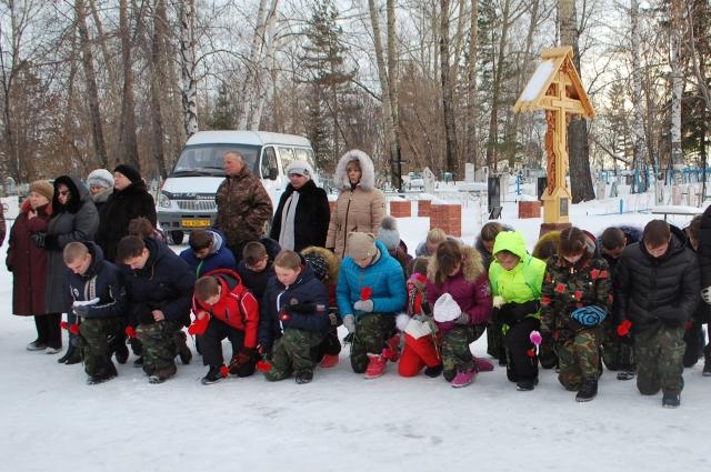 Поисковый отряд «Пламя» при Горскинской школе участвует в церемония захоронения останков солдат.