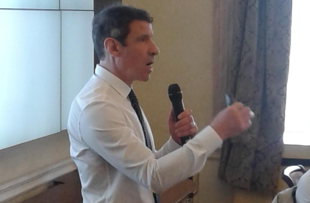 Доктор Арик Сигман из Великобритании – признанный мировой эксперт в вопросах, которые обсуждались на заседании. Фото Николая Терещенко