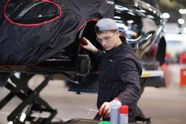 Николай Дончак - «серебро» в компетенции «Обслуживание легковых автомобилей».