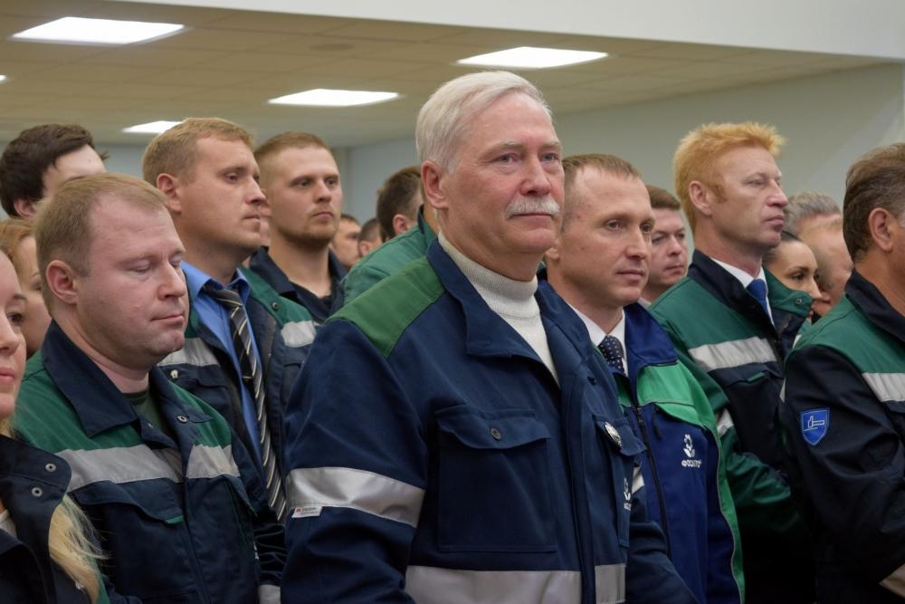 Анатолий Михайлович Чуйкин (в центре) был удостоен почётного звания «Заслуженный шахтёр РФ».