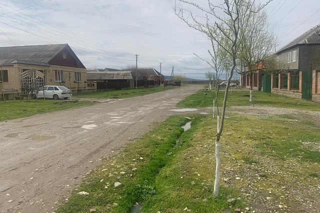 На улицах села Шуани ни души.