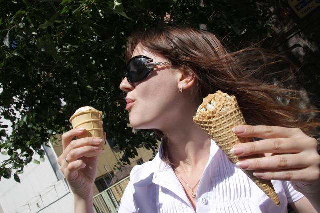 жара, девушка, мороженое