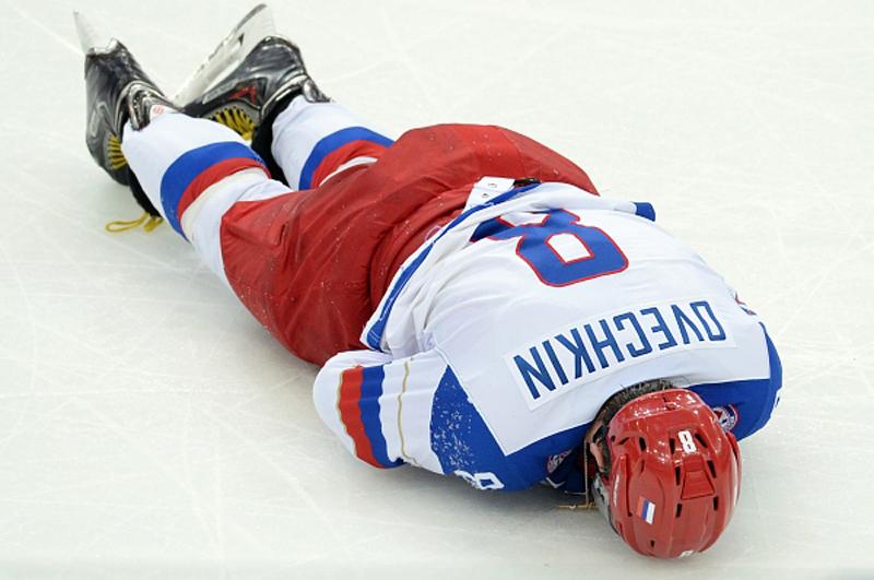 Александр Овечкин уже не раз повторял, что не вставляет зуб, опасаясь, что он может быть снова выбит
