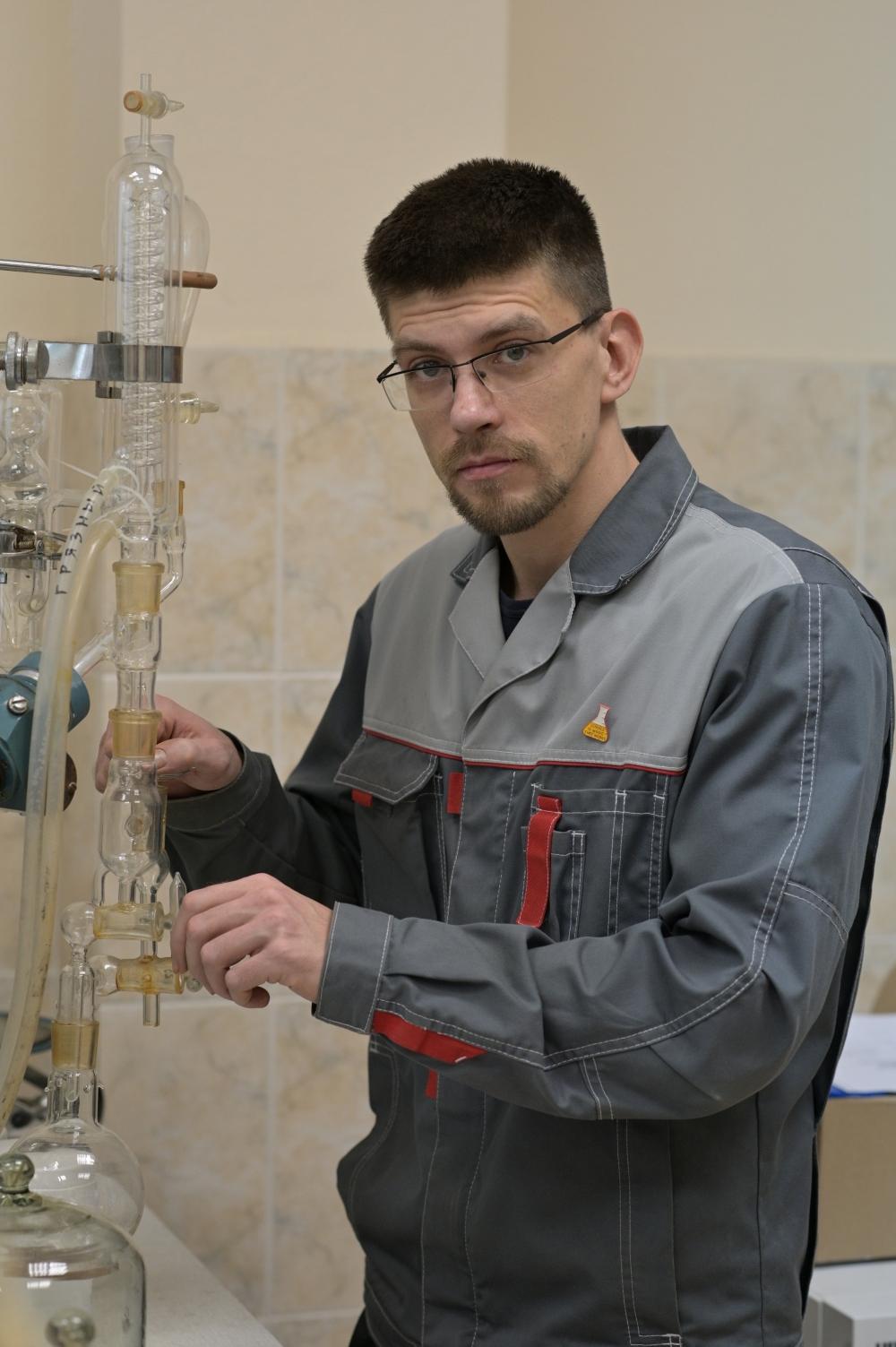 Старший научный сотрудник, к. х. н. Роман Мироненко.