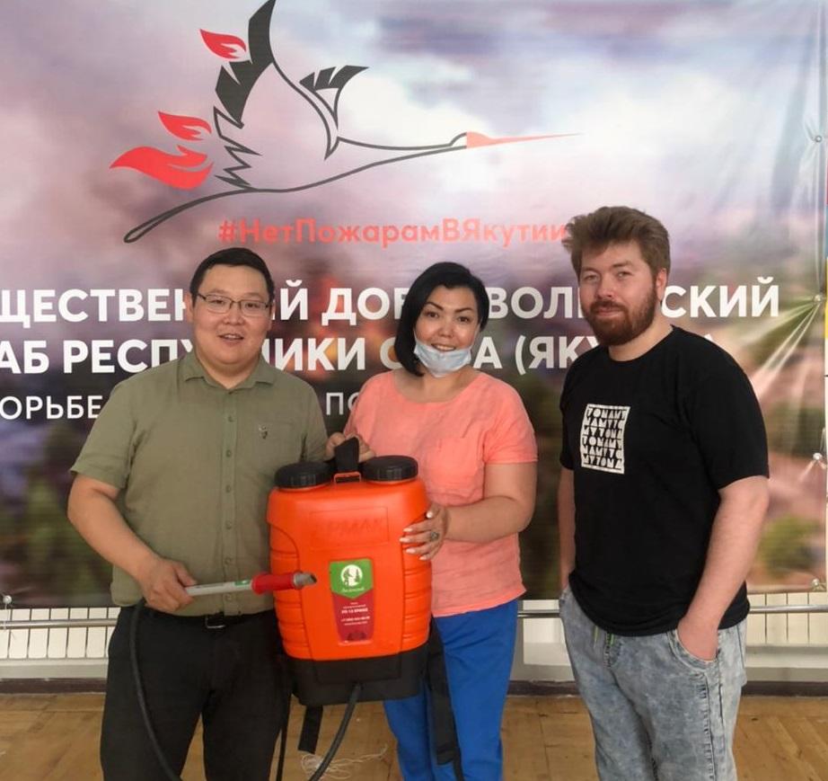 Общественный добровольческий штаб по борьбе с лесными пожарами находится по адресу: г. Якутск, ул. Орджоникидзе, 10, 2 этаж. Телефоны: 8-914-824-75-06, (4112) 50-88-92.