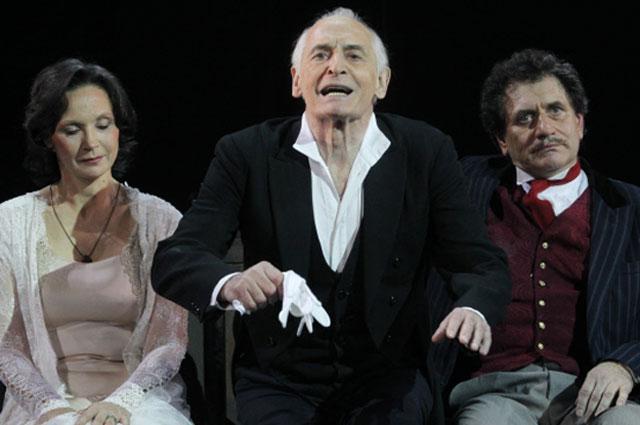 Ирина Купченко, Василий Лановой, Евгений Князев (слева направо) в сцене из спектакля Пристань