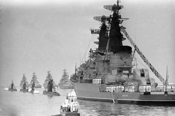 Празднование Дня военно-морского флота СССР. Парад кораблей Краснознамённого Черноморского флота. 1972 г