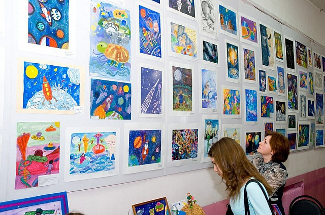 Выставка рисунков в планетарии.