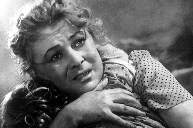 Валентина Серова в роли Марии Николаевны Батуриной в фильме «Бессмертный гарнизон». 1956 г.