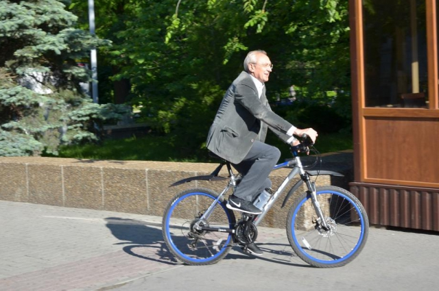 Участник акции первый заместитель главы Администрации города Сергей Кузнецов обычно ходит на работу пешком.