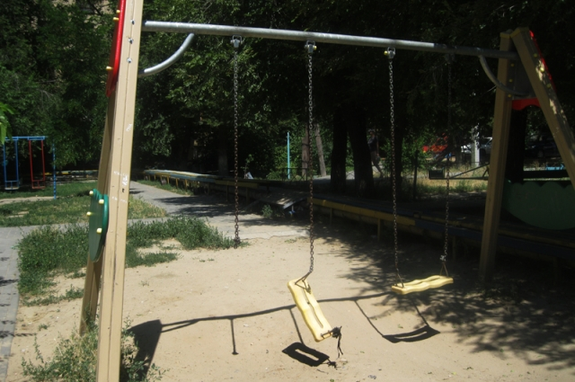 Детская площадка по адресу Новороссийкая, 10