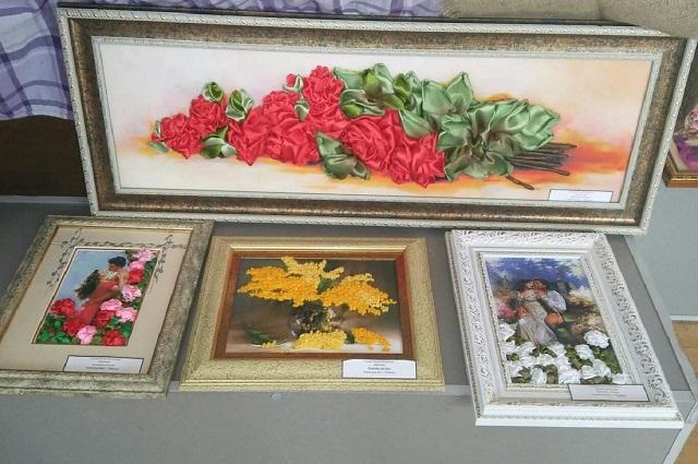 В коллекции Руслана более десяти картин
