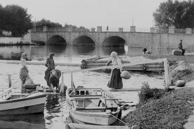 У Царского моста в 19 века полоскали белье.