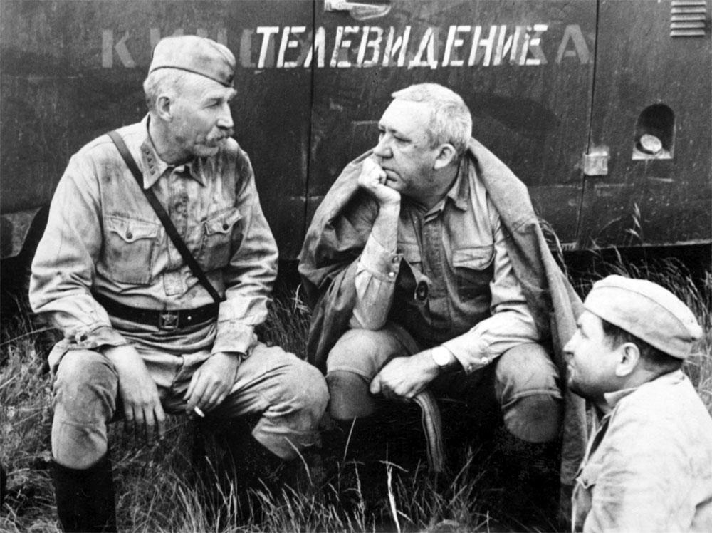 Актеры Иван Лапиков и Юрий Никулин во время съемок фильма