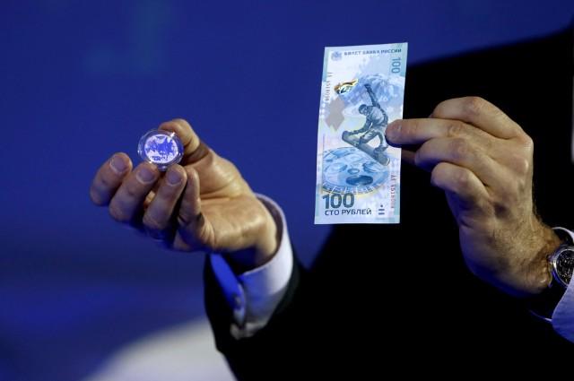 Олимпийская банкнота номиналом 100 рублей ссимволикой Олимпиады 2014 ипамятная монета «Факел» номиналом 25рублей.