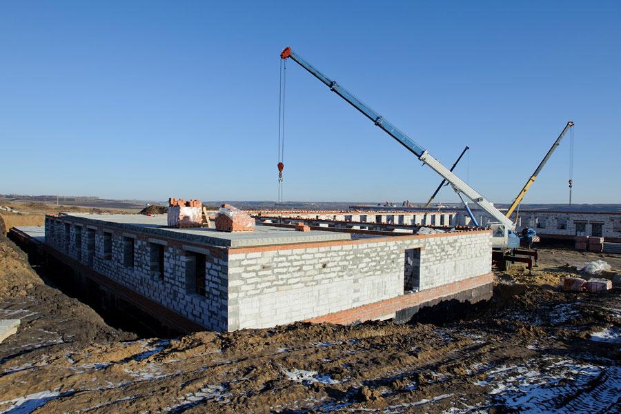 Дом для престарелых и инвалидов в селе Нижний Карачан уже в сентябре будет принимать постояльцев.