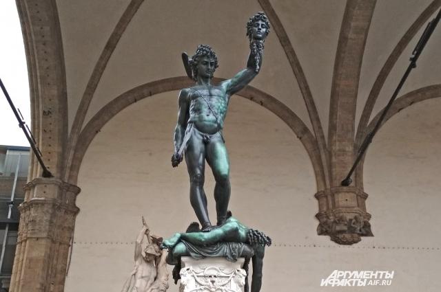 Статуя «Персей с головой Медузы».