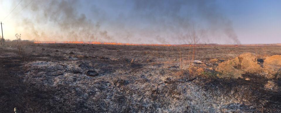 Возгорание на поле в районе Ромодановских двориков в Калуге произошло 21 апреля и для тушения выезжали пожарные наряды.