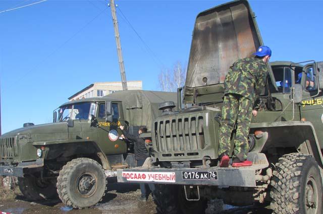 Кроме обучения  управлению грузовым автомобилем, ребята занимаются изучением устройства военных автомобилей.