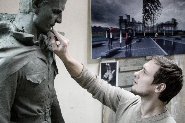 Скульптор Андрей Коробцов постарался придать лицу солдата красивые русские черты.