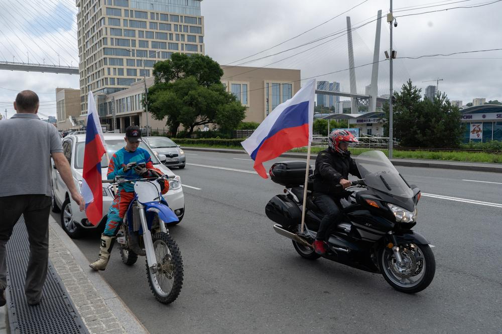 Пробег поддержали мотоциклисты.